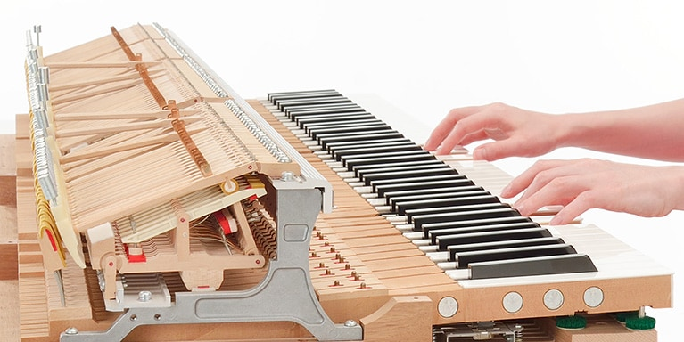 Photo Over 5,000 genuine Yamaha action components deliver an authentic acoustic experience